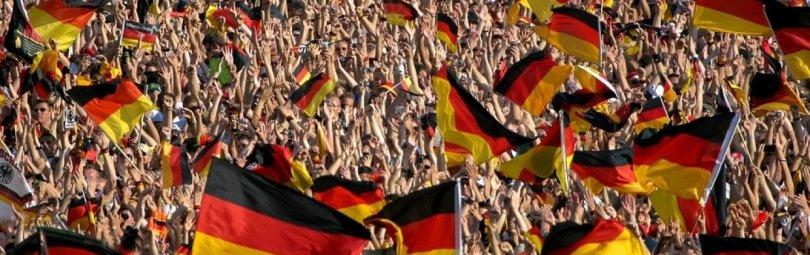 Митинг с немецкими флагами