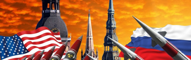 Ракеты на фоне флагов США и России