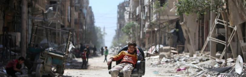На разрушенных улицах Сирии