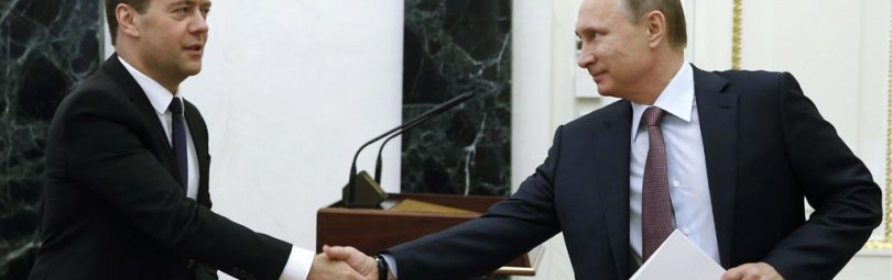 Рукопожатие Путина и Медведева
