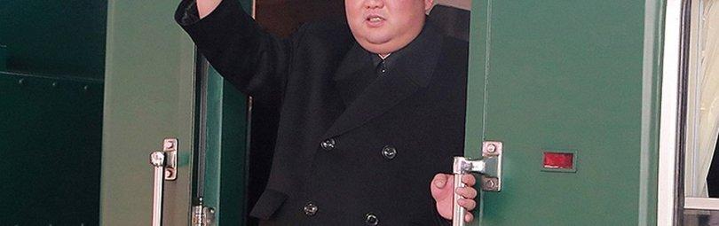 Ким Чен Ын выходит из бронепоезда