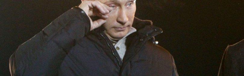 Путин вытирает слезы