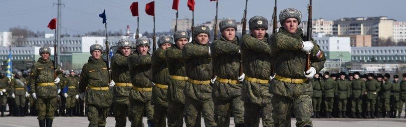 Солдаты маршируют на Параде
