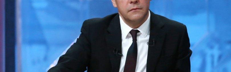 Сосредоточенный Дмитрий Медведев
