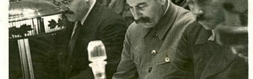 Сталин на заседании