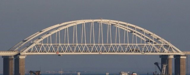 СУ-25 над Крымским мостом