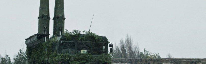 Замаскированный ракетный комплекс