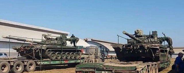 Танки Т-72Б3 следуют в Лаос