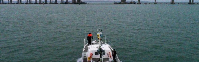 Корабль у Крымского моста